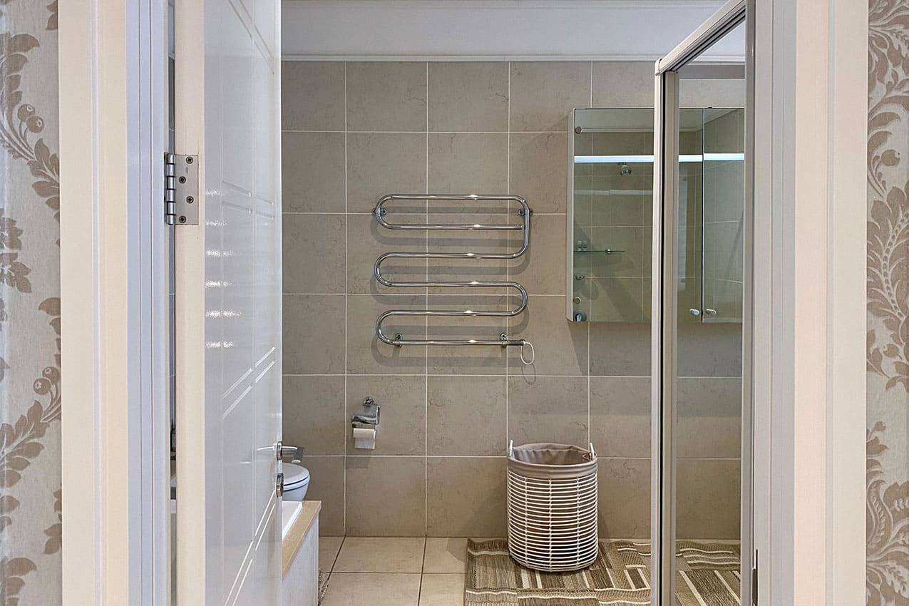 Clifton-Mansion-Villa-Turquoise-Bathroom